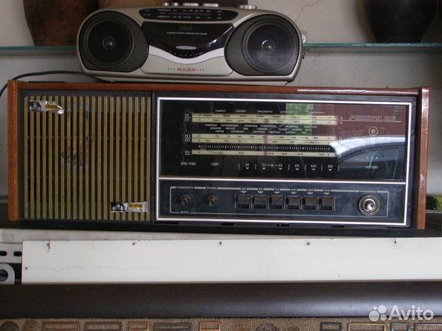 """Радиола  """"Рекорд 311 """" в неисправном состоянии."""