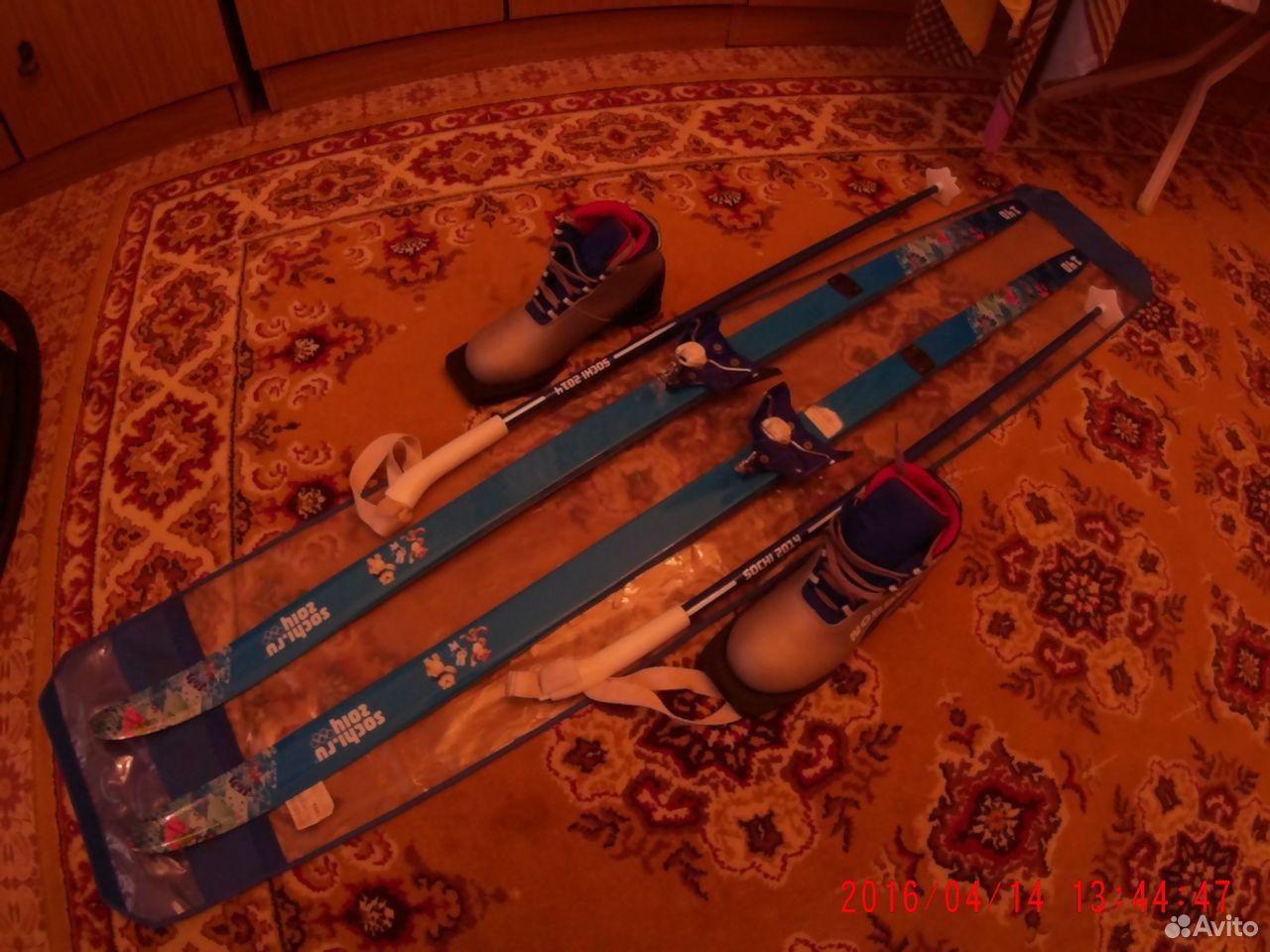 Barnens skidor med stövlar