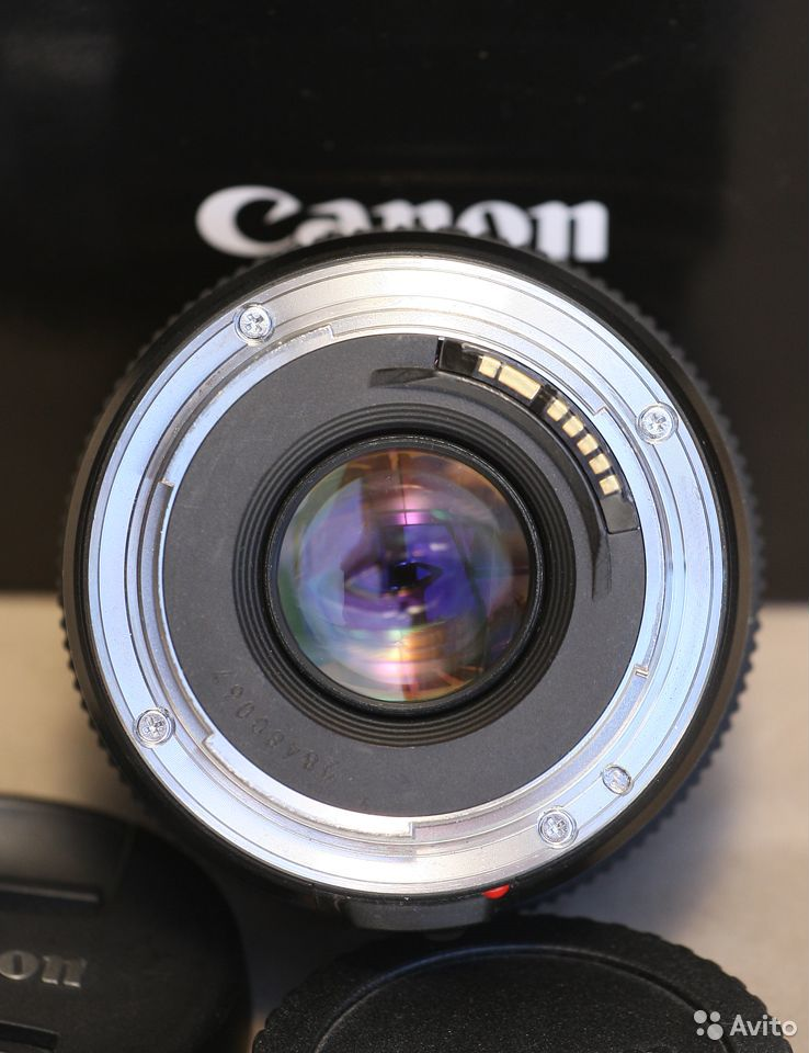 Объектив Canon EF 28mm f/1.8